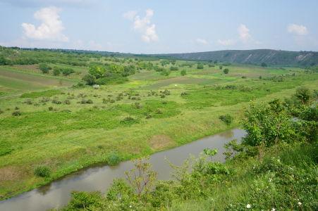 Zelené údolie Butuceni a riečka Raut