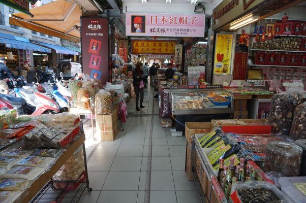 Ulica Dihua v Tchaj-peji je obchodmi priam preplnená