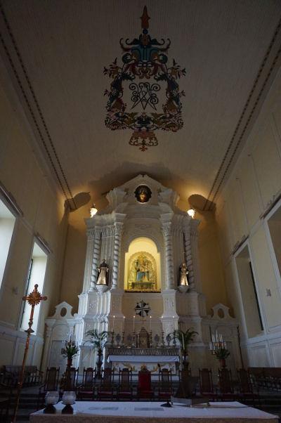 Barokový Kostol sv. Dominika (Igreja de São Domingos) v historickom centre Macaa - hlavný oltár
