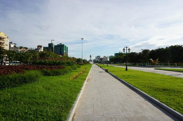 Wat Botum Park - široké priestranstvo pred chrámom Wat Botum v Phnom Penhu
