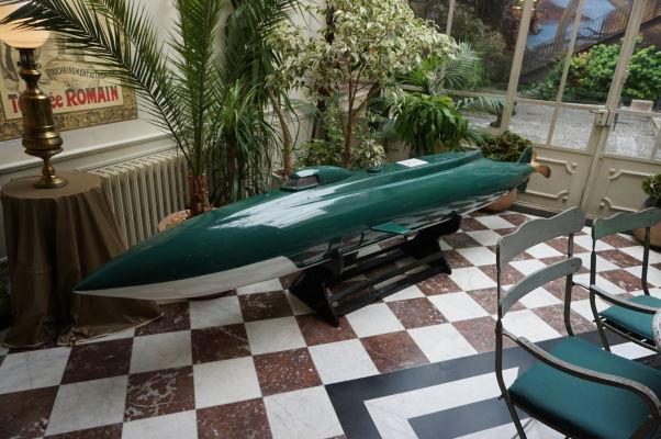Ponorka Nautilus z románu Dvadsaťtisíc míľ pod morom od Julesa Verna v jeho dome v Amiens