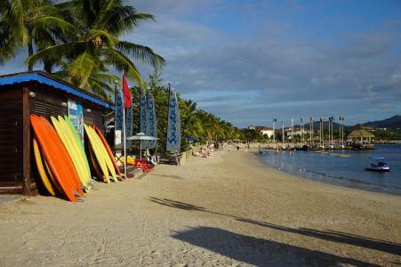 Jedna z pláži patriaca luxusnému hotelovému rezortu v zálive Rodney Bay