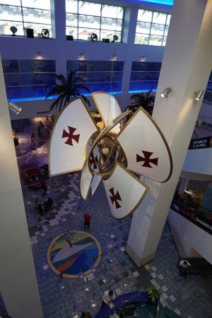 Výstava automobilov v obchodnom dobe Las Plazas Américas - A nájde sa i lietajúca potvora