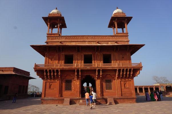Diwan-i-Khas (Sieň pre súkromné audiencie) - súčasť palácového komplexu Fatehpur Sikri