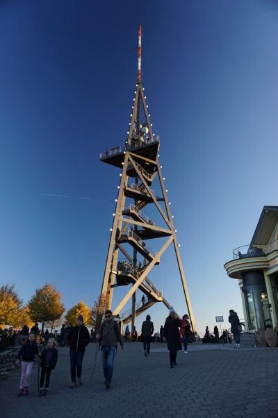 Vyhliadková veža na vrchole Uetlibergu