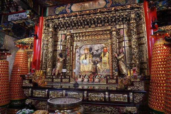 Jeden z oltárov Chrámu Wenwu nad Jazerom Slnka a Mesiaca (Sun Moon Lake) na Taiwane