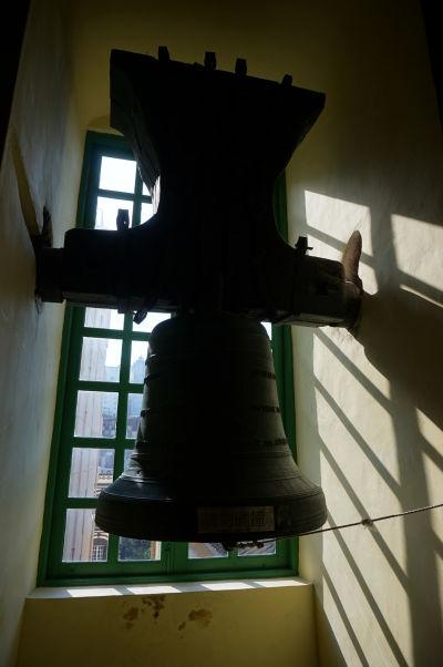 Múzeum v barokovom Kostole sv. Dominika (Igreja de São Domingos) v historickom centre Macaa - historický zvon kostola z čias portugalskej kolonizácie
