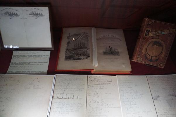 Knihy a zápisky Julesa Verna v jeho dome v Amiens