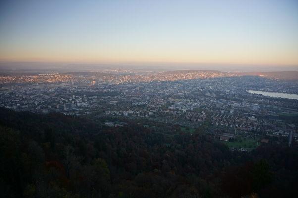Výhľad na Zürich z veže na Uetlibergu