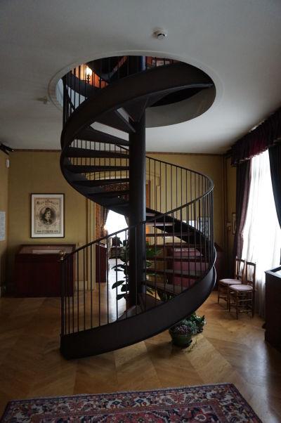 Točité schodisko vedúce do veže domu Julesa Verna v Amiens
