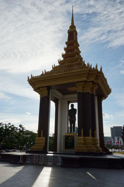 Pamätník kráľa Norodoma Sihanouka, otca kambodžskej nezávislosti, v East Memorial Parku v Phnom Penhu