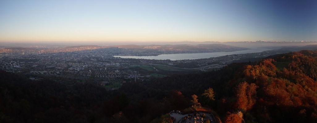 Výhľad na Zürich a Zürišské jazero z veže na Uetlibergu