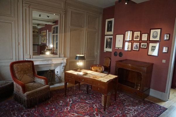 Jeden z písacích stolov Julesa Verna v jeho dome v Amiens