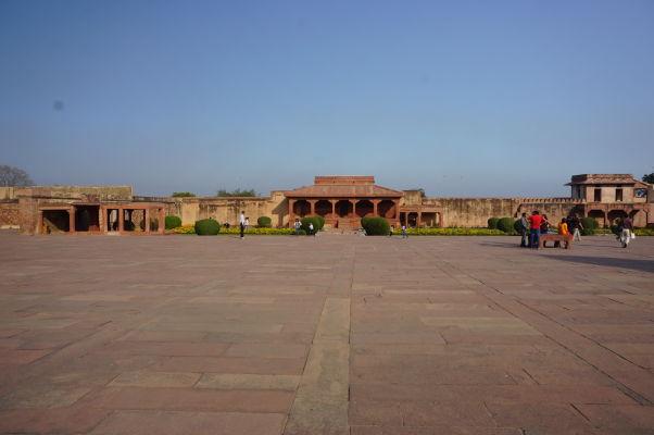 Diwan-i-Am (Sieň verejných audiencií) na nádvorí Pančisi vo Fatehpur Sikri
