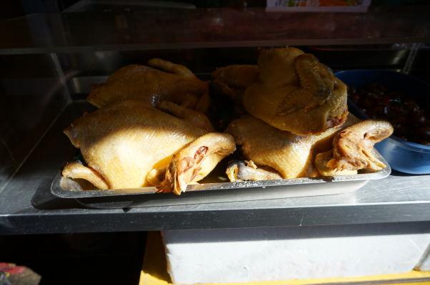 Stánky s jedlom v Tchaj-peji sú neoddeliteľným koloritom mesta - niektoré pochúťky nemusia našinca na prvý pohľad úplne lákať