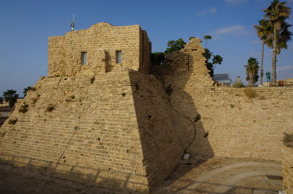 Pozostatky opevnenia vybudovaných križiakmi počas vlády francúzskeho kráľa Ľudovíta IX. v Caesarei