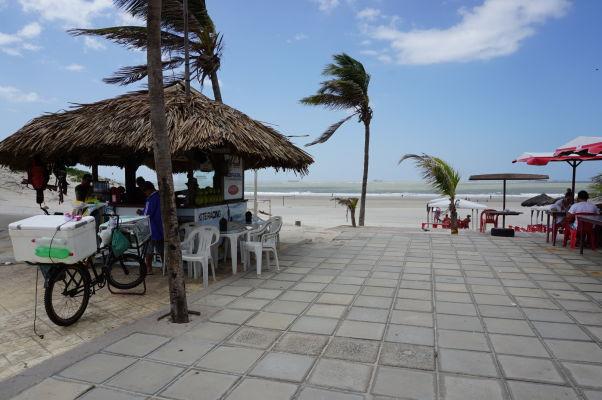 Na plážach v São Luís je množstvo stánkov s občerstvením i reštaurácií