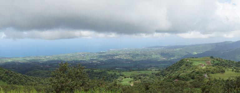 Výhľad spod sopky Pelée na pobrežie Martiniku