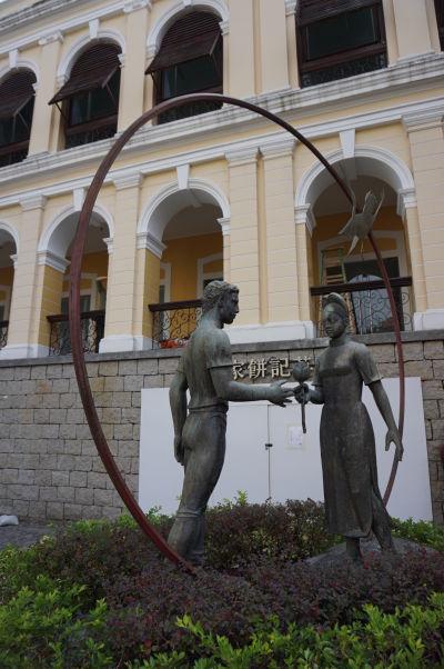 Pamätník pred ruinami Chrámu sv. Pavla v Macau