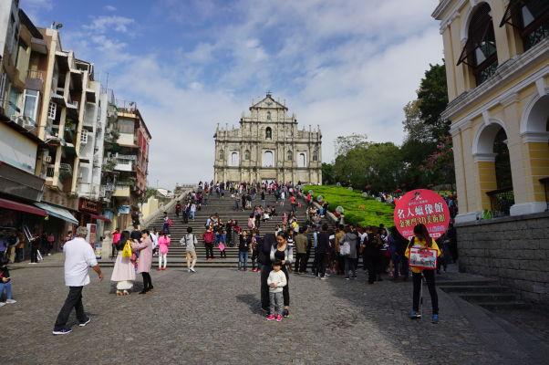 Námestie pred ruinami Chrámu sv. Pavla v Macau