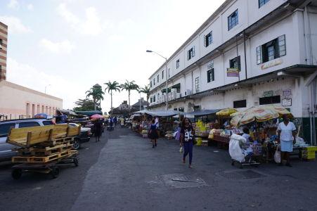 Ulice v Kingstowne sú často zároveň tržnicami