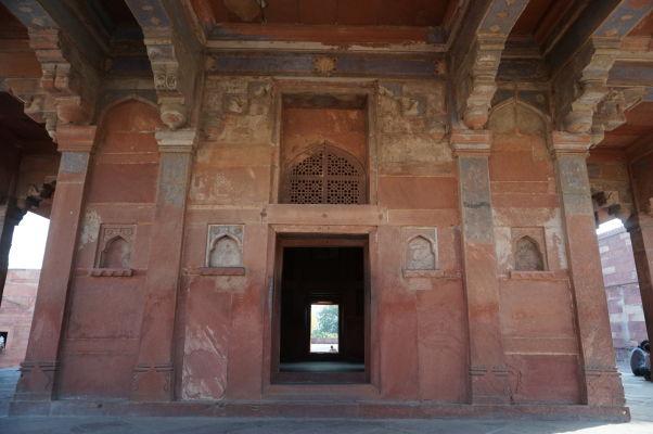 Jedna zo stavieb na nádvorí Pačisi vo Fatehpur Sikri