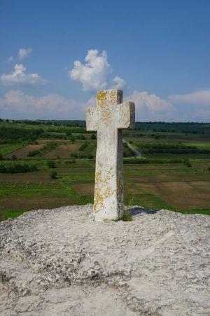Kríž v Starom Orhei je obľúbeným miestom fotografovania miestnych turistov