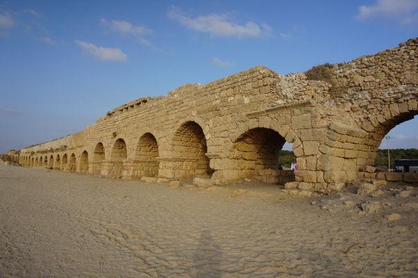 Antický vodovod, ktorý privádzal zo severu vodu do Caesarey