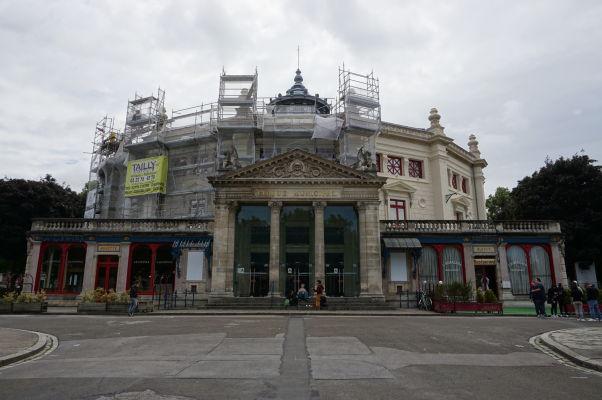 Cirkus Julesa Verna (Cirque Jules-Verne) na námestí Place Longueville v Amiens