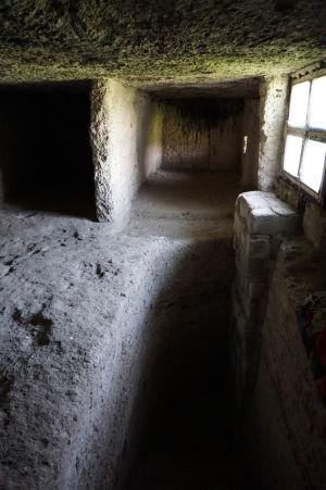 Kláštor v Starom Orhei vyhĺbený v skale - Jaskyňa, kde spia mnísi