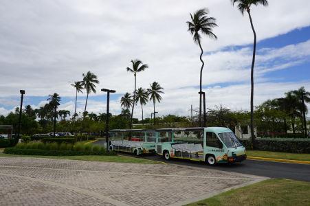 Distilérka rumu Bacardi na Portoriku - Vláčik pre prepravu turistov