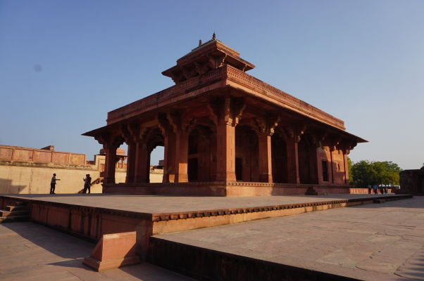 Sieň pred Palácom Džodha Bai (Jodha Bai) vo Fatehpur Sikri