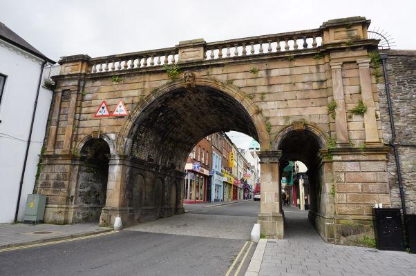 Prístavná brána (Shipquay Gate) - jedna zo štyroch pôvodných brán v opevnení mesta Londonderry