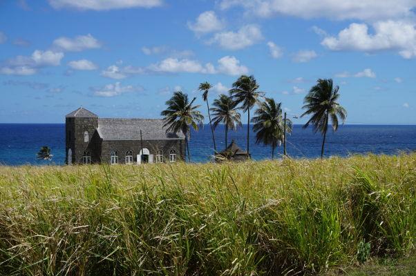 Zátišie s kostolom na vidieku na ostrove Svätý Krištof