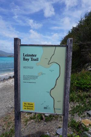 Zvyšok cesty k Watermelon Bay je nutné absolvovať pešo po cestičke Leinster Bay Trail