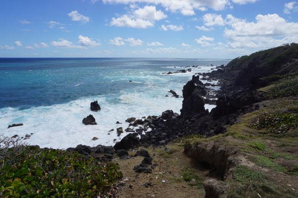 Čierne skaly (Black Rocks) na pobreží ostrova Svätý Krištof