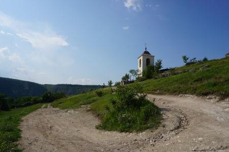 Kláštor v Starom Orhei - Zvonica nad vstupom do jaskynného kláštora