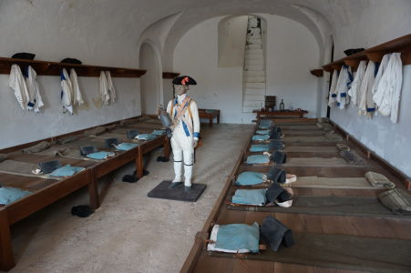 V pevnosti San Cristóbal sa nachádza niekoľko expozícii zo života vojakov