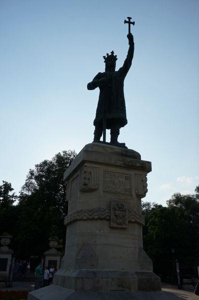 Socha sv. kráľa Štefana Veľkého v kišiňovskom parku pomenovanom po ňom