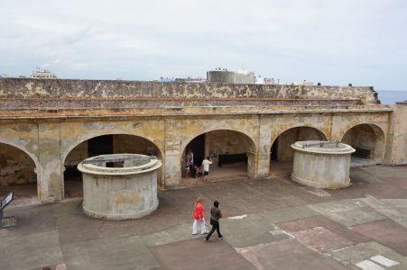 Cisterny na vodu v pevnosti San Cristóbal - mali niekoľkoúrovňové filtre pre recyklovanie vody