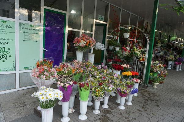 Trh s kvetmi (Piaţă de flori) pri Katedrálnom parku