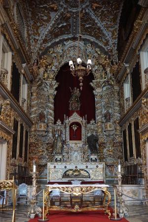 Chrám Matky Božej (Igreja da Madre de Deus) - Neskutočne bohato zdobený barokový interiér