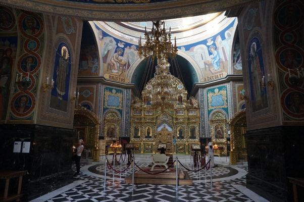 Kišiňovská katedrála - steny sú bohato pokryté freskami, nešetrilo sa ani na ikonostase