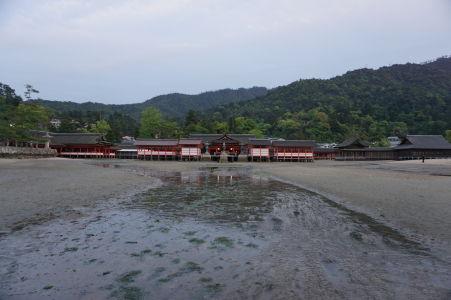 Svätyňa Icukušima počas odlivu