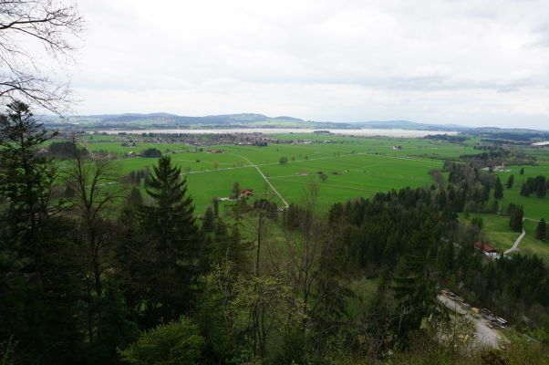 Pohľad na pláne pod Alpami od hradu Neuschwanstein