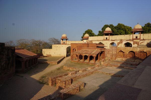 Jeden zo vstupov do Fatehpur Sikri