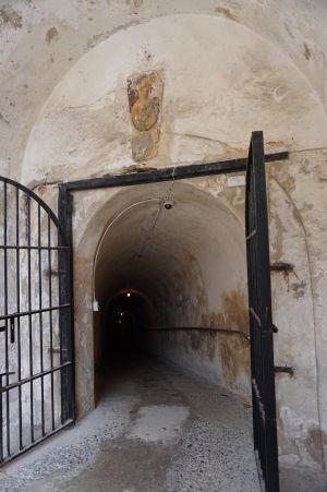 Tunel v pevnosti San Cristóbal do väzenia