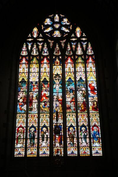 Katedrála sv. Eugena v severoírskom Londonderry - jedno z vitrážových okien