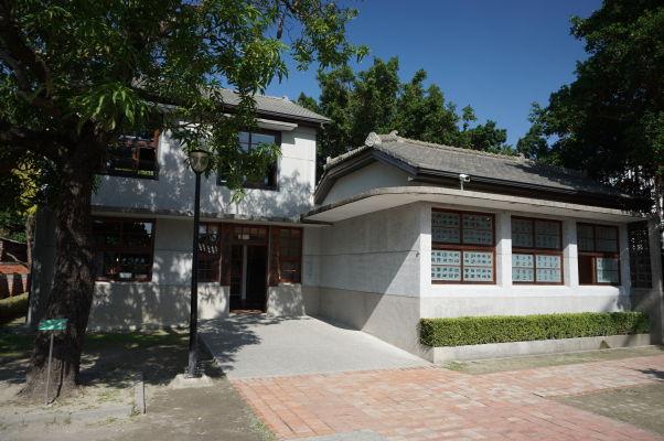 Stromový dom (Treehouse) v Tchaj-nane - vedľajšia budova, kde sa prezentujú staré remeslá