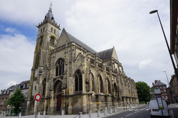 Église Saint-Germain (Kostol sv. Germana) v Amiens - viac ako storočie zaradený na zoznam historických pamiatok mesta, avšak dnes v zanedbanom stave a neprístupný verejnosti